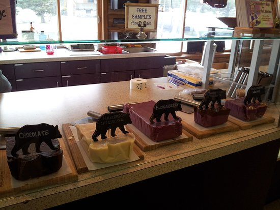 Hungry Horse, MT: Fudge counter