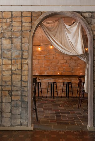 Greenport, NY: Entrance to the wine bar