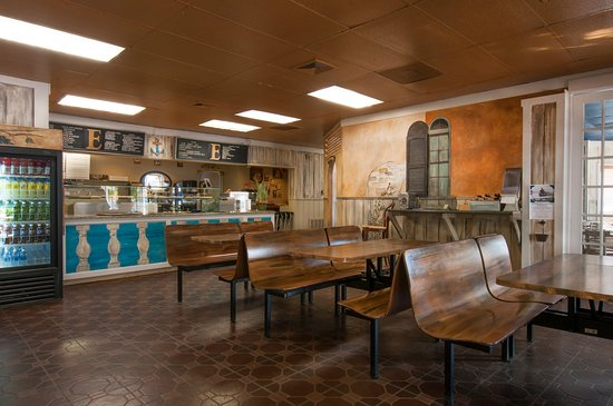 Greenport, NY: Pizza area