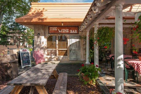Greenport, NY: Outdoor entrance to the new wine bar