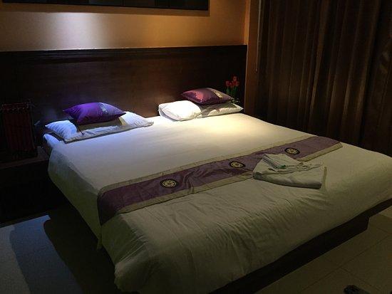Green Harbor Patong Hotel : photo1.jpg