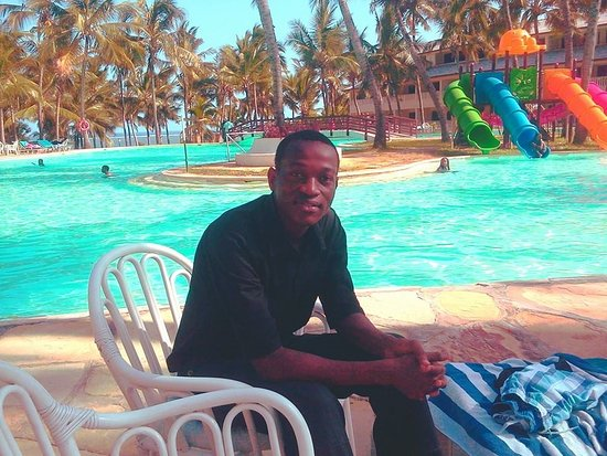 Flamingo Beach Hotel: By the poolside