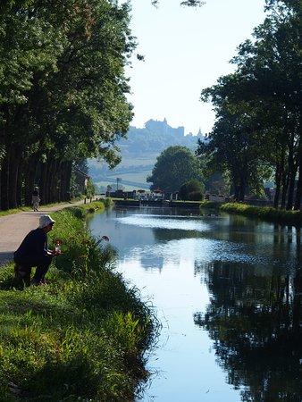 Maconge, France: Sights along the way