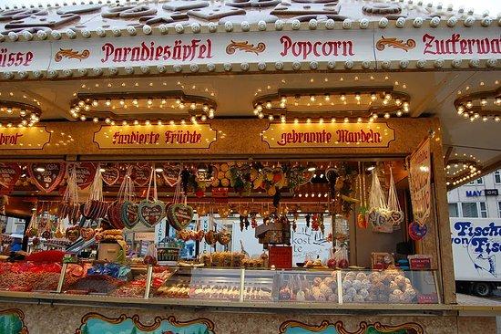 Marktplatz: 飾り付けもヨーロッパ風。