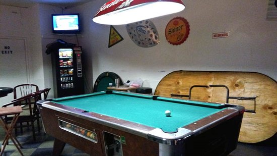 Wild Willies : pool table