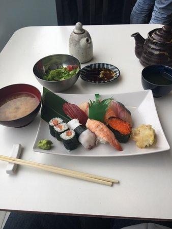 Sushi Bar Makoto: photo0.jpg