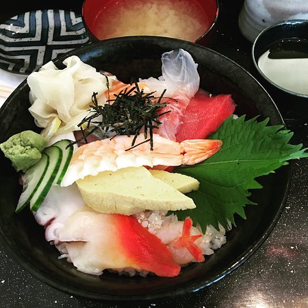 Sushi Bar Makoto: photo1.jpg