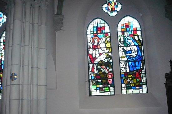 Saint Die des Vosges, Frankrig: des vitraux et des colonnes