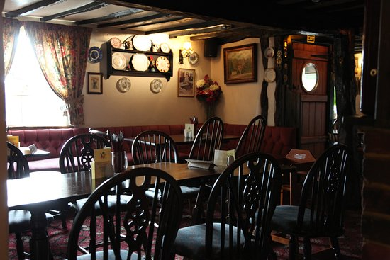 Little Marlow, UK: The Crooked Billet inside 1.