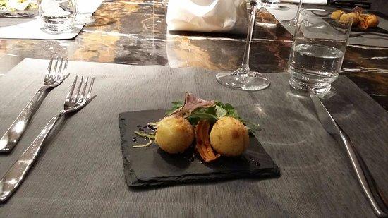 Albavilla Hotel : antipasto polpettine di baccalà