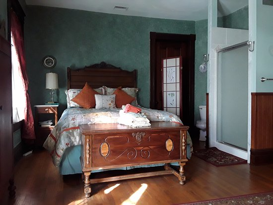 The Cumberland Manor B & B