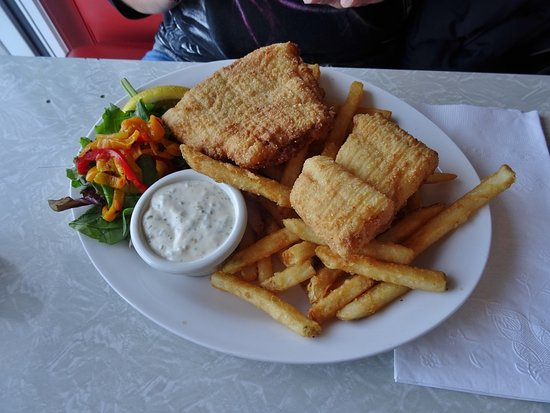 Bubala's by the Bay : Fish and chips - despite the appearance, only lightly battered