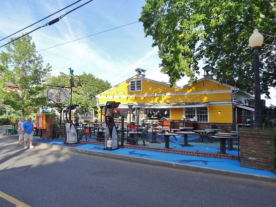 Bubala's by the Bay : View from the street