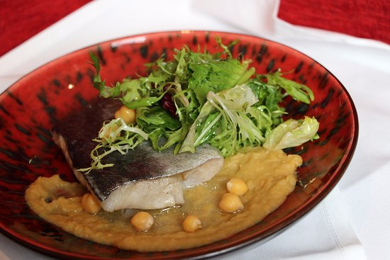 Mille Miglia Ristorante & Enoteca: Atlantic cod fish filet with chickpeas and mix leaves