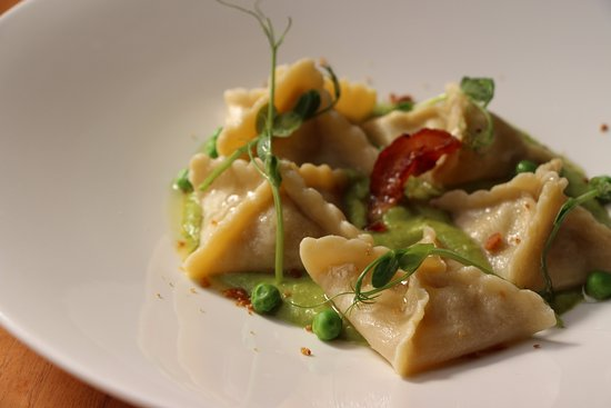 Mille Miglia Ristorante & Enoteca: Fagottini stuffed with rabbit, green pea puree and bacon