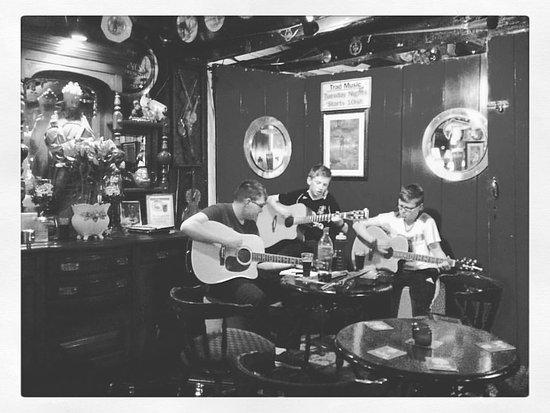 Ballybrittas, Ireland: Traditional music live on Tuesdays (©HeleneAubert)