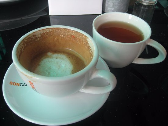 ท่าตูม, ไทย: Real coffee - but served with tea