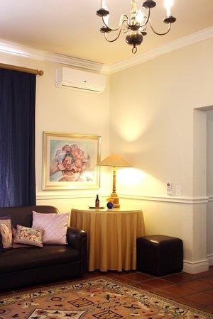 Caledon Villa: Lounge area in Maria Family Room.