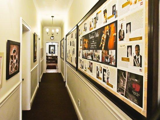Caledon Villa: Music Wall in Huis Otti.