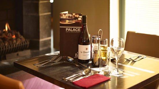 Ballyroe Heights Hotel: Palace Bar & Restaurant