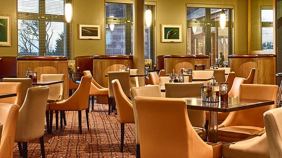 Ballyroe Heights Hotel: Palace Bar & Restaurant