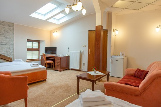 Hotel Grand Zilina : Family room