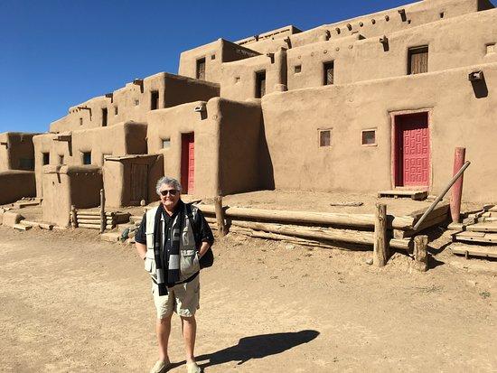 Taos Pueblo: Pueblo building up close