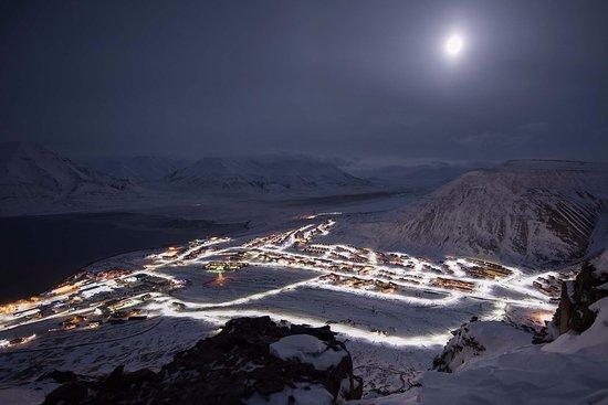 Svalbard Hotel: Photo: Vemund Solli, Longyearbyen, view, dark season