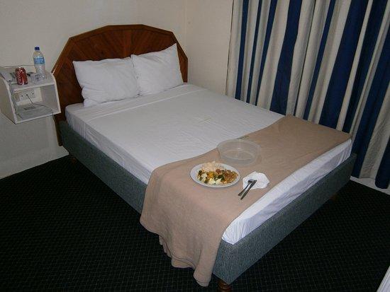 Airport Suites Hotel: Middagen bars upp på mitt rum !