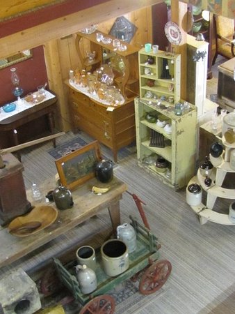 Smiths Grove, KY: ems in Quarter Moon Antiques 2