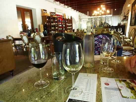 Warwick Wine Estate: bei der Weinprobe