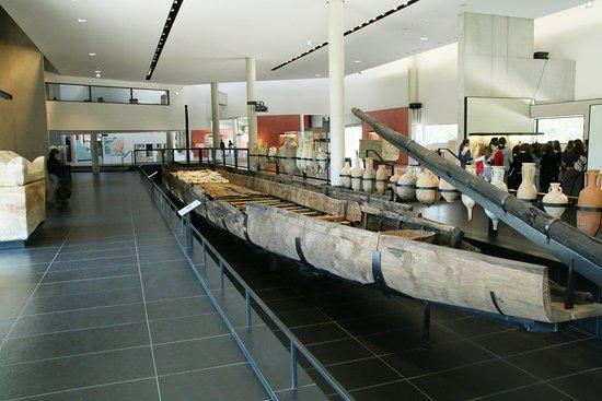 Le chaland romain d 39 arles au mus e d partemental arles antique photo de office du tourisme d - Office de tourisme d ales ...