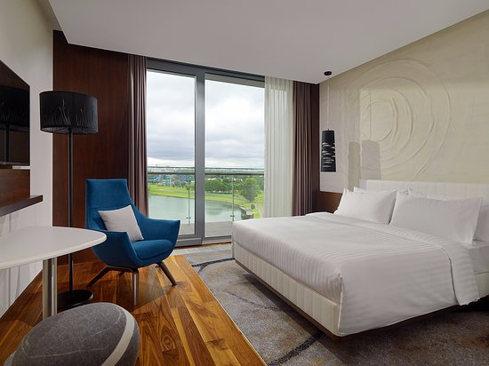 Classic Room with King-size bed and river view