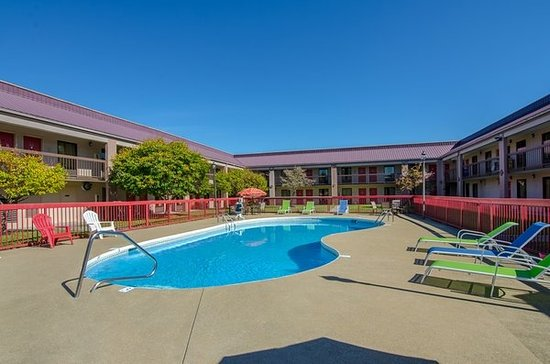 Wonderful Red Roof Inn Kingsport
