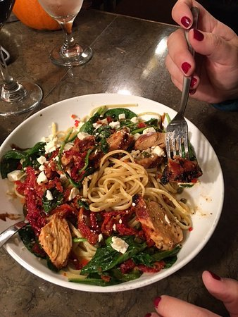 Latitude 44 Bistro: Chicken, sun dried tomatoes, pasta, spinach....soooo good!