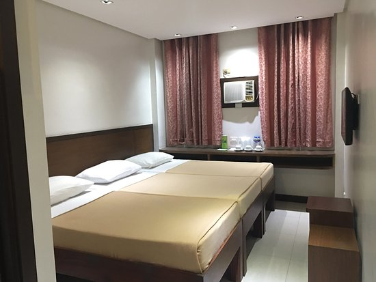 West Makati Hotel: Executive room (triple sharing)