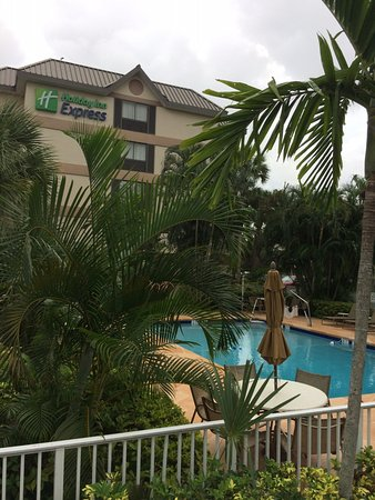 Holiday Inn Express and Suites Fort Lauderdale Executive Airport: Pool