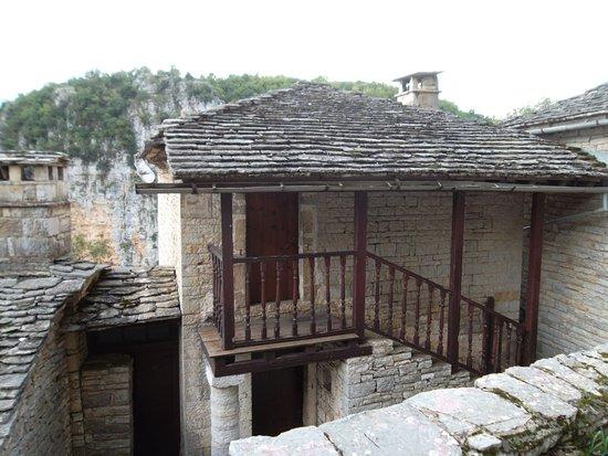 Monodendri, Greece: монастырь над пропастью