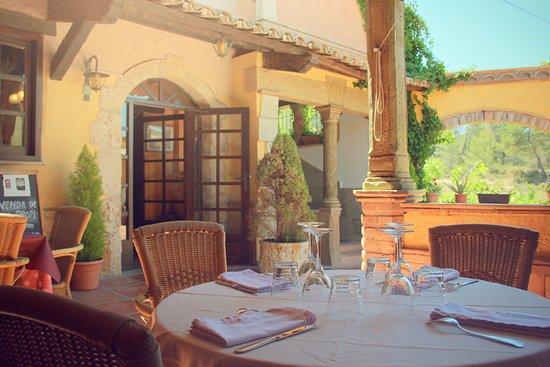 Castellfollit del Boix, Spanje: Detalle terraza restaurante Cal Frare