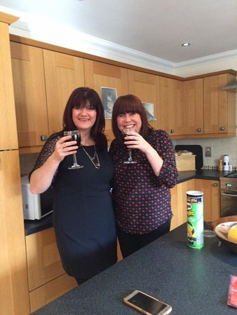 Ferryside, UK: Ty Canol cottage kitchen