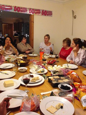 Ferryside, UK: Ty Canol cottage dining room - party time !