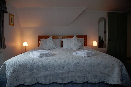 Kilmartin, UK: The Lilac room with a king sized bed!