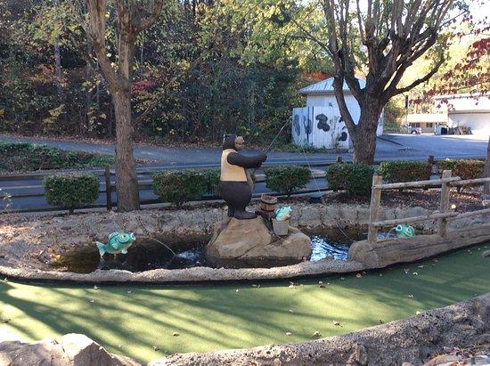Ripley's Davy Crockett Mini Golf: hole 1