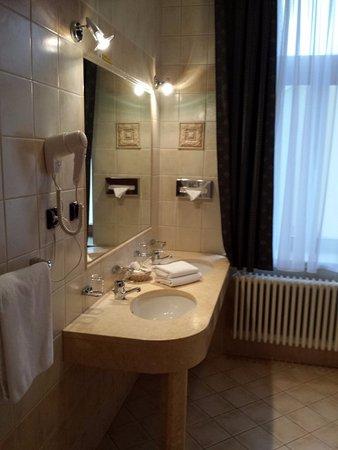 Bagno doppio lavandino - Picture of Hotel Carlton, Prague ...