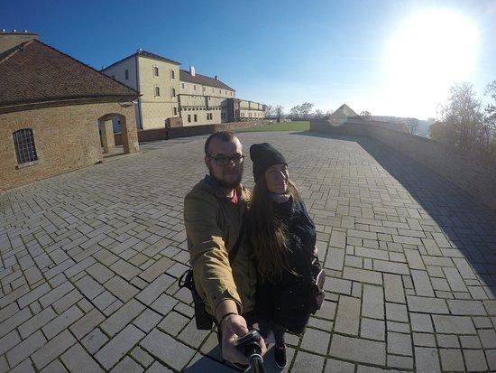 Brno, Czech Republic: Обычный Замок с красивой территорией. Жаль попали в выходной и не смогли посетить выставки...