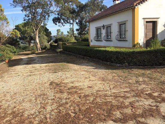 QUINTA DA TORRE: So ist das Hotel von der Zufahrt