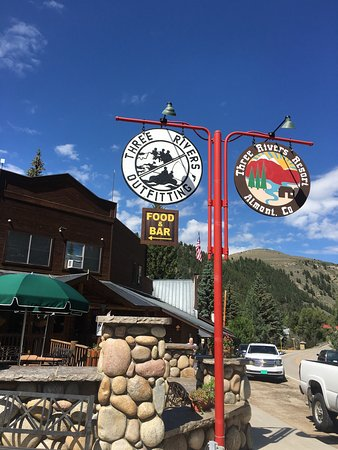 Almont, CO: 3 Rivers Resort and shop