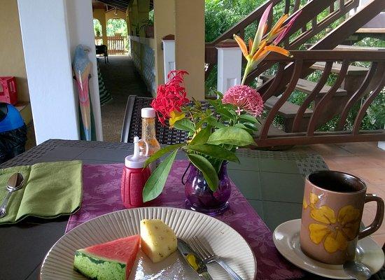 Caribbean Shores Bed & Breakfast: Frühstück auf der Dachterrasse