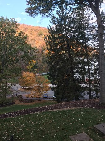 Hot Springs, VA: Scenery outside the guest room from the balcony