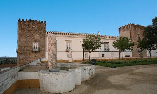 Cadaval Palace (Évora)